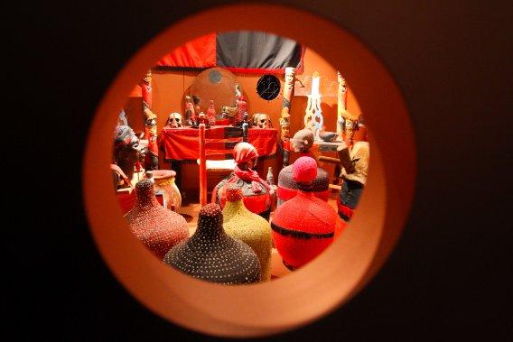 Dans le culte du vodou, les miroirs sont associés au monde des esprits, appelés les lwa. L'exposition est présentée au Musée canadien des civilisations jusqu'en février 2014. (Patrick Woodbury, LeDroit)