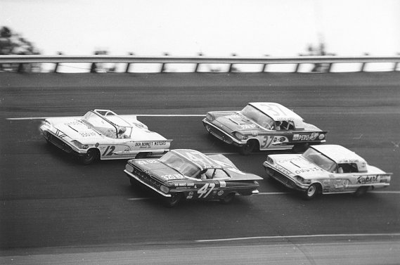 En 1959, les bagnoles NASCAR étaient celles que l'on pouvait acheter chez le concessionnaire du coin, sans modification ou presque.