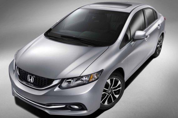 La nouvelle Honda adopte un carénage plus frondeur, des phares plus clairs, une calandre plus athlétique et une pincée additionnelle de garnitures nickelées.