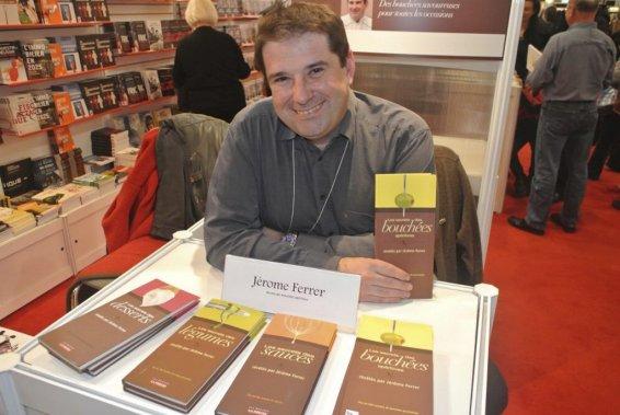 Le chef Jérôme Ferrer est venu rencontrer ses fans au Salon du livre où il présentait son dernier ouvrage: Les secrets des légumes révélés par Jérôme Ferrer. (Photo: Herby Moreau, La Presse)