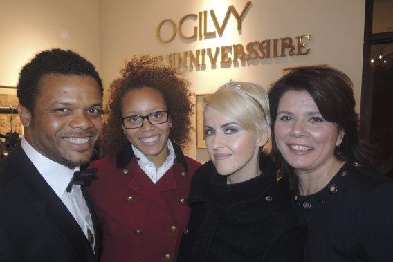 Luck Mervil accompagné de sa fille Jamila, aux côtés de Geneviève Borne et de Marina Orsini. (Photo: Herby Moreau, La Presse)