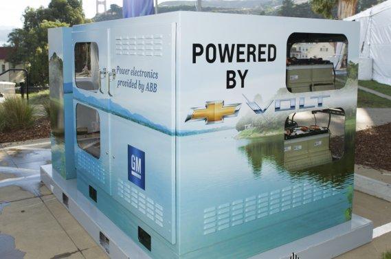 GM et ABB ont utilisé cinq batteries de Chevrolet Volt mises en série dans un prototype modulaire capable de fournir de l'électricité durant deux heures à un groupe de trois à cinq maisons unifamiliales moyennes aux États-Unis.