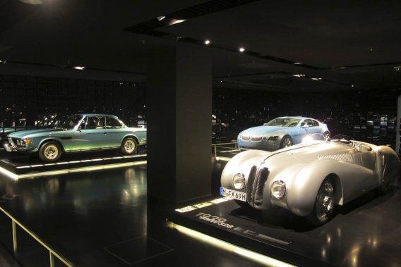 Plusieurs salles du musée BMW font une belle place à l'héritage du constructeur dans les sports motorisés.
