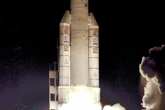 L'Agence spatiale européenne collabore avec l'équipementier  canado-autrichien MagnaSteyr pour améliorer un réservoir à hydrogène  fabriqué en 2006 pour une centaine de prototypes de BMW Hydrogen 7 à  l'hydrogène liquide.