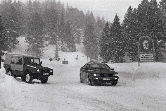 L'idée d'appliquer un rouage à quatre roues motrices sur une auto de tourisme est née chez Audi de l'Iltis (à gauche), véhicule d'assistance destiné à remplacer celui utilisé alors par l'armée allemande.