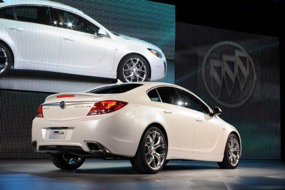 La technologie eAssist, sur laquelle GM mise gros, est déjà en option sur la Regal 2012 (notre photo) et GM a déjà dit qu'elle réduit la consommation de 25 % par rapport à la Regal régulière.