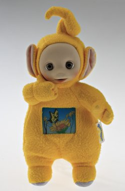Poupée Tummy Glow Teletubby (Laa-Laa). 1995. Fabricant : Hasbro. Polyester, plastique. Don du Dr. Annmarie Adams. (Photo: fournie par le Musée McCord)