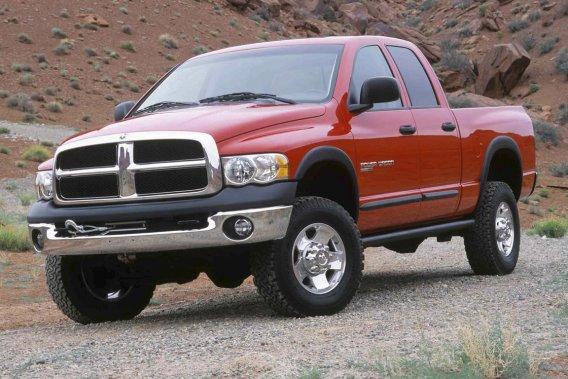 General Motors vient d'annoncer la version au gaz naturel comprimé des jumeaux presque identiques Chevrolet Silverado 2500 et GMC Sierra 2500. Chrysler avait déjà annoncé le Ram 2500 CNG (Compressed Natural Gas).