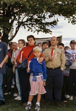 Pour conjurer la vulnérabilité nouvelle de l'Amérique, Burlington a sorti ses drapeaux étoilés pour en inonder rues, magasins et voitures. Le soir, on allume une petite bougie, lumière vacillant dans la nuit, pour prouver que la communauté reste soudée. (Photo: Caroline Hayeur, Agence Stock)
