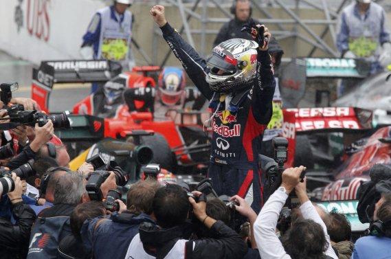 Une combinaison de Sebastian Vettel a été vendue pour venir en aide à la recherche sur les blessures de la colonne vertébrale