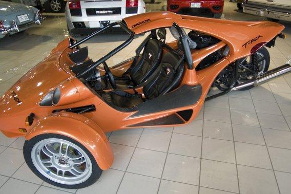 Le T-Rex, véhicule biplace è trois roues, peut souffrir d'un problème mécanique aux conséquences potentiellement dangereuses. Mais le constructeur Campagna Motors mérite-t-il tous les blâmes?