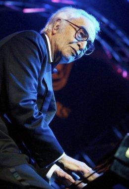 Dave Brubeck en spectacle à Bâle en Suisse en novembre 2002. (Photo: AP)