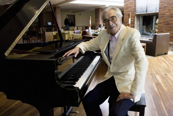 Dave Brubeck assis à son piano à Monterey en Californie (septembre 2007). (Photo: Reuters)