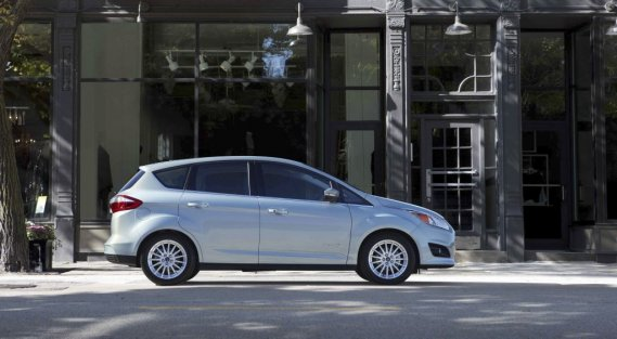VERSION ENERGI - Contrairement à la Prius V, Ford commercialise une version branchable de la C-Max. Celle-ci se vend plus cher (à partir de 38 649$), mais assure une meilleure autonomie et une vitesse de pointe supérieure en mode tout électrique. (Photo fournie par Ford)
