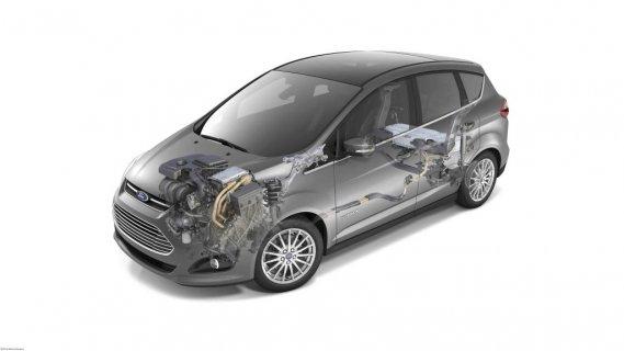 PLUS DE PASSAGERS? - En Europe, il existe un Grand C-Max. Ce dernier est doté de portières coulissantes et peut asseoir jusqu'à sept personnes. Toyota propose également une version de la Prius V avec une banquette additionnelle. Commercialisée sous le nom de Prius +, celle-ci est actuellement réservée au marché japonais. (Photo fournie par Ford)