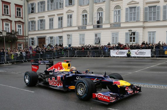Sebastian Vettel, de l'écurie Red Bull, a fait une présence remarquée dans la ville autrichienne de Graz, le 1er décembre dernier. Red Bull songerait de plus en plus à organiser une course de F1 sur son circuit voisin de Spielberg.
