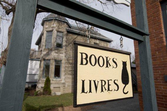 Chez Black Cat Books, on se spécialise dans la vente de livres usagés. (Photo: Alain Roberge, La Presse)