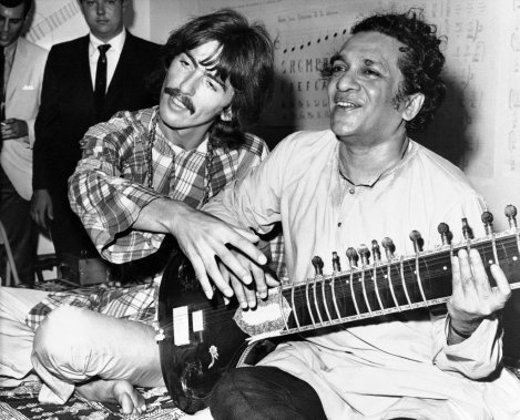 George Harrison et Ravi Shankar à Los Angeles en août 1967. (Photo: AP)