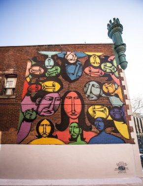 Cette murale de l'artiste montréalais de street art Labrona a été créée dans le Quartier Latin, près du 2099, rue Saint-Denis. «Labrona, de son vrai nom Felix Bérubé, est l'un des 100 meilleurs muralistes au monde», dit Elizabeth-Ann Doyle. (Photo: Olivier Pontbriand, La Presse)
