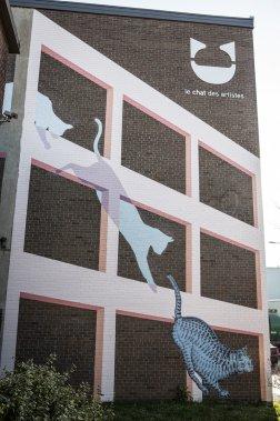 La murale Chimères sur Parthenais, a été réalisée par l'artiste Roadsworth au 2205, rue Parthenais. Elle explore le mouvement et l'architecture avec un chat peint sur plusieurs murs du Chat des artistes et même en face de cet immeuble. (Photo: Olivier Pontbriand, La Presse)