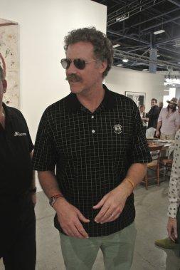 Qui aurait cru que le comique très connu Will Ferrell était un grand amateur d'art? Malgré ses lunettes noires et sa moustache, l'acteur d'Elf n'a pas réussi à passer inaperçu. (Photo: Herby Moreau, La Presse)