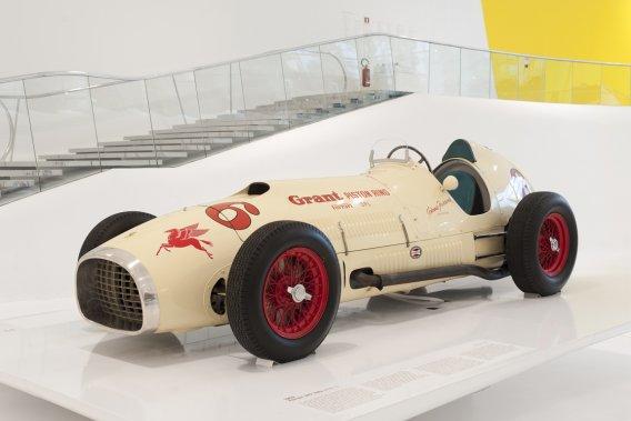 FERRARI 375 INDY 1952 (musée Louwman) - De retour en Italie après 60 ans d'absence, la 375 Indy était destinée à Johnny Parsons pour les 500 milles d'Indianapolis. Parsons a refusé de la piloter… (Photo fournie par le Musée Casa Enzo Ferrari)