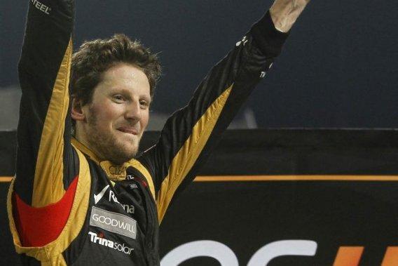 Romain Grosjean, qui a remporté les honneurs de la Course des champions, à Bangkok, dimanche, a vu Lotus prolonger d'un an son contrat, lundi.