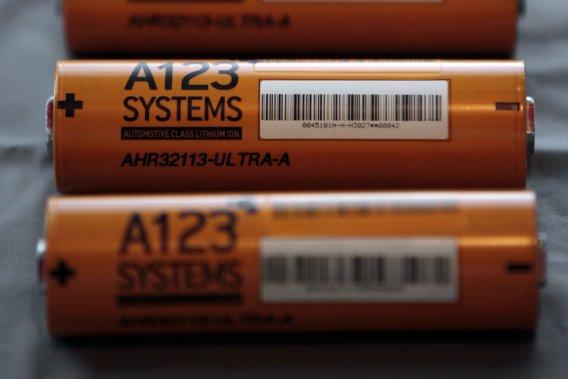 L'entreprise A123 a des contrats pour fournir les batteries de la Fisker Karma, de la Chevrolet Spark électrique et des fututres BMW électriques.