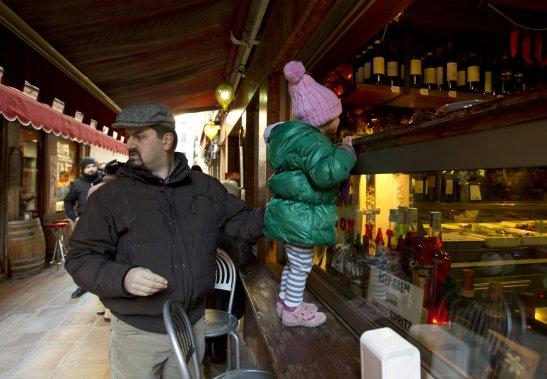 En Vénétie, même les petits s'intéressent apparemment au vin. (Martin Chamberland, La Presse)