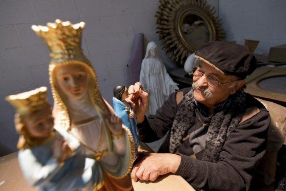 Giovanni Filippelli au travail dans son atelier de Terrebonne. (Photo: Alain Roberge, La Presse)