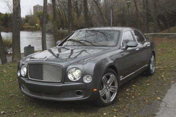La  Bentley Mulsanne est la première nouvelle limousine  Bentley en plus de 80 ans. Elle était jusque là un calque de la Rolls-Royce.