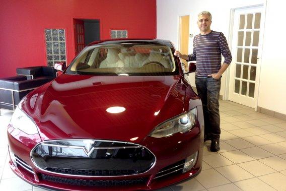 Gad Elmoznino est l'un des trois premiers propriétaires de Tesla Model S au Québec.