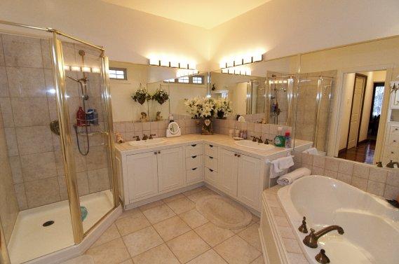 Un produit de luxe saint j r me val rie v zina collaboration sp ciale maisons de luxe - Accessoires salle de bain de luxe ...