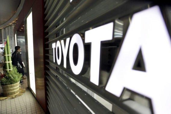 Toyota avait mené entre fins2009 et 2010 des rappels de sûreté sur plus de 12 millions de véhicules dans le monde à la suite de problèmes de freins qui sont accusés d'avoir été à l'origine de dizaines d'accidents aux États-Unis, dont de nombreux mortels.