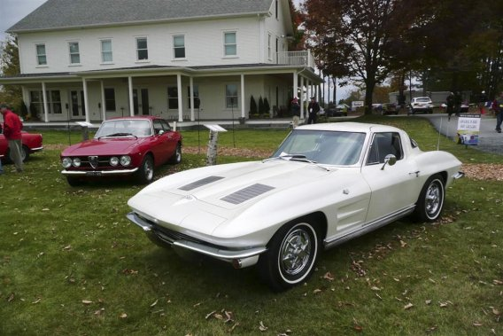 La Corvette Sting Ray de 1963 incarne l'évolution esthétique presque permanente de la sportive de Chevrolet.