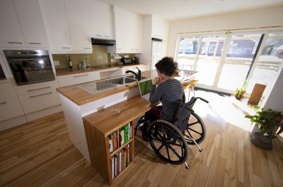 perte de mobilit une cuisine conviviale carole thibaudeau maisons. Black Bedroom Furniture Sets. Home Design Ideas