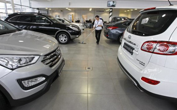 Selon l'Association des affaires européennes, les ventes de voitures particulières et de véhicules utilitaires légers se sont établies à 2,935 millions d'unités en 2012.