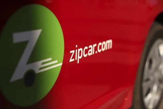 Depuis presque deux semaines, Zipcar propose ses services sans abonnement mensuel ni frais annuels. Seule l'utilisation à l'heure ou à la journée d'un de ses véhicules est facturée (à condition de ne pas utiliser le service les fins de semaine).