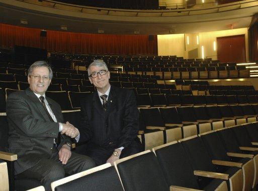 Le maire Jean Temblay et Me Pierre Mazurette, président de Diffusion Saguenay (Photo Michel Tremblay)