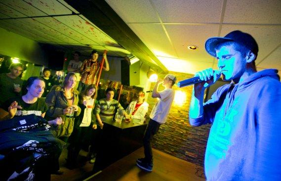 Un spectateur donne une prestation improvisée (Marco Campanozzi, La Presse)