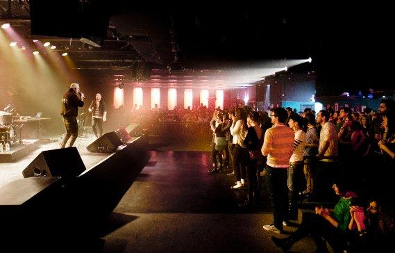 Le groupe Loud Lary Ajust en concert au Cabaret du Mile-End, à Montréal. (Marco Campanozzi, La Presse)