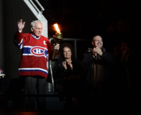 Henri Richard salue la foule. (PHOTO BERNARD BRAULT, LA PRESSE)