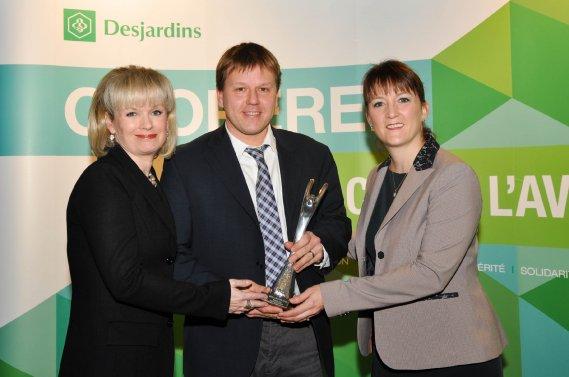 Bénévole par excellence. Julie Boulet, Jean Lemoyne (gagnant) et Linda Laquerre. (Photo: Émilie O'Connor)