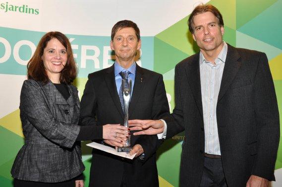 Coup de coeur. Marie-Josée Laferté, Luc Grondin (gagnant) et Steeve Carpentier. (Photo: Émilie O'Connor)