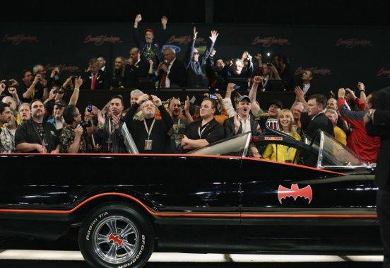 La Batmobile originale a été vendue aux enchères 4,2 millions $US lors de l'encan Barrett-Jackson, à Scottsdale, en Arizona.