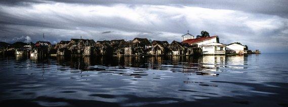 Certaines îles de l'archipel du Kuna Yala ont des airs de Venise, mais c'est un drame que ce peuple autochtone est en train de vivre. Les eaux de la mer des Caraïbes ne cessent de monter et menacent leur survie. (Photo: Matthieu Rytz, collaboration spéciale)