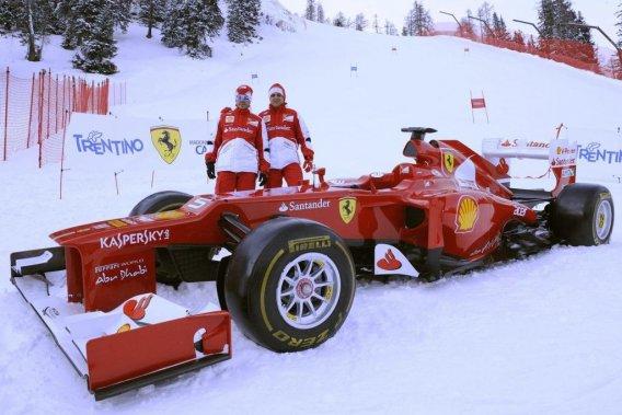 Fernando Alonso (à gauche) et son coéquipier Felipe Massa se sont amusés dans la neige de Madonna di Campiglio, la semaine dernière, à l'occasion du Festival Wroom, la réunion annuelle hivernale de écuries Ferrari (F1) et Ducati (MotoGP).