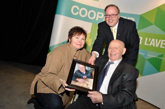 Un hommage a été rendu à Lucien Laferté. Sur la photo, Marilie Laferté, André Beauchesne et Jacques Charland. (Photo: Émilie O'Connor)