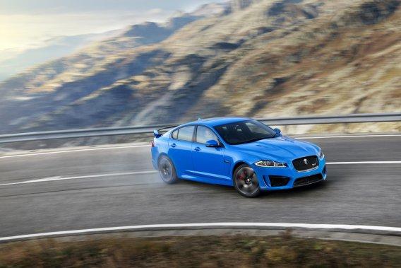 La présence de la traction intégrale ajoute une plus grande marge de sécurité et un confort d'utilisation appréciable à la Jaguar.