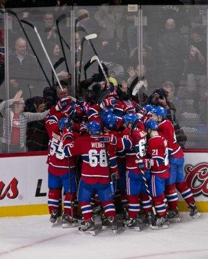 Une troisième victoire d'affilée. Les joueurs du Canadien peuvent fêter l'événement. (Photo Hugo-Sebastien AUBERT, La Presse)